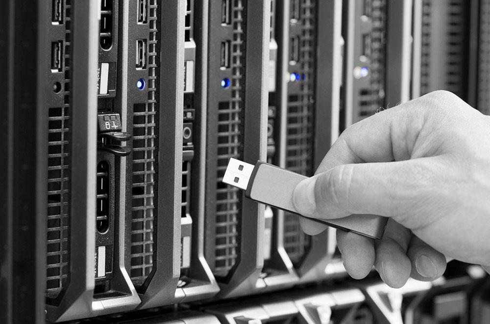 Jak bezpiecznie korzystać z nośników wymiennych w sieciach ICS?